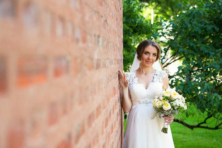 художествена снимка на булка, сватбена фотосесия