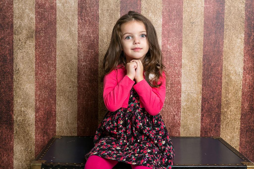 снимка на момиче в студио