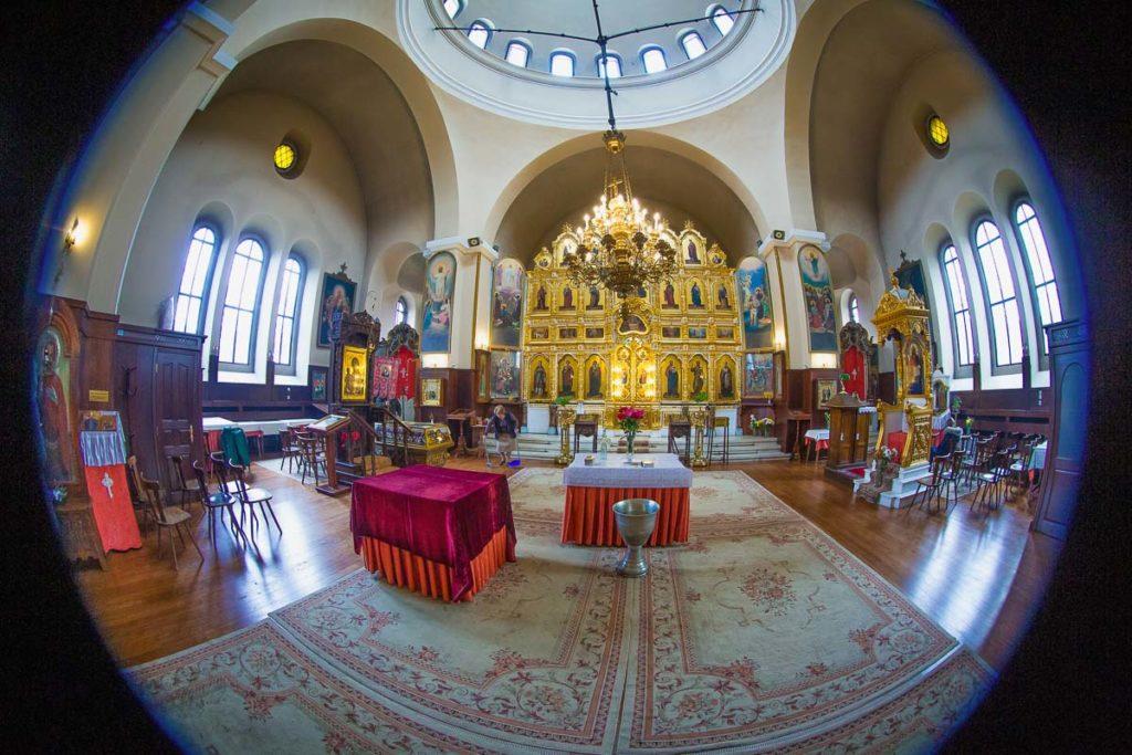 снимка на интериора на църква преди кръщене софия