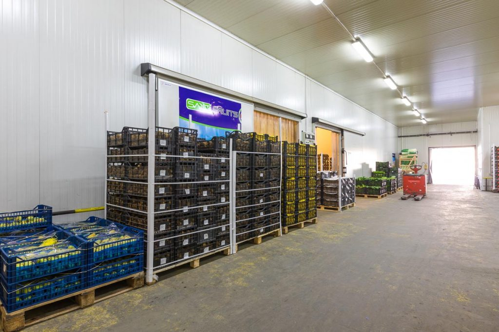 помещение пълно със стока от заснемане на складови и търговски помещения