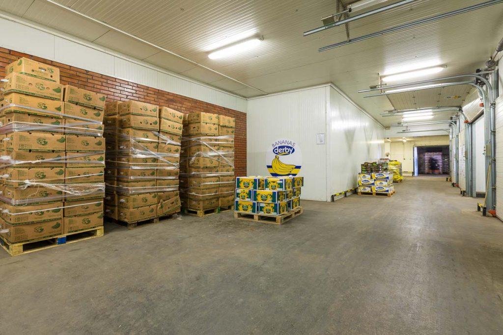 склад пълен с плодове от професионално заснемане на складове