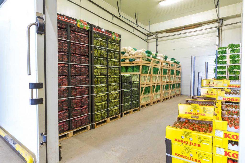 складово помещение пълно със стока от заснемане на борса слатина булгарплод
